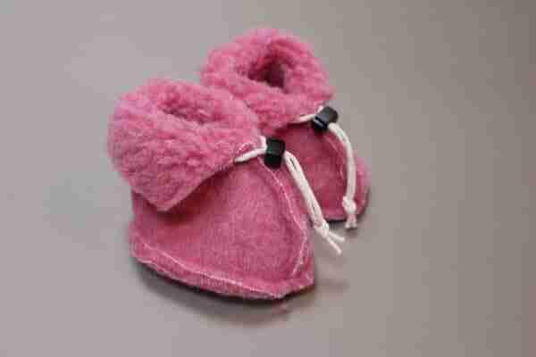 Wollen slofjes voor baby - roze